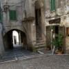 Filettino: uno dei caratteristici passaggi coperti del centro storico