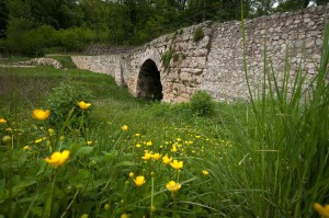 Roviano, Ponte Scotonico (96-98 d.C.)